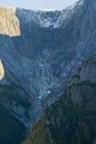 Montagne alte vicino al ghiacciaio di Mendelhall fotografia stock