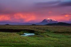Montagne au coucher du soleil photo stock