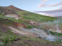 Montagne avec cuire le wather à la vapeur photos stock