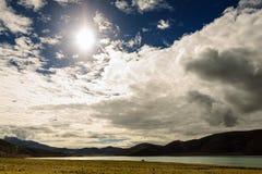 Montagne avec le ciel bleu Image libre de droits