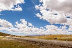 Montagne avec le ciel bleu Image stock