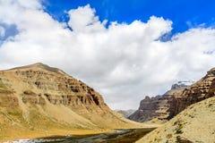 Montagne avec le ciel bleu Photo libre de droits