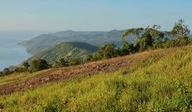 Montagne avec le fond de mer chez Samal Island Photographie stock libre de droits