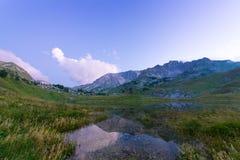 Montagne avec le lac Image libre de droits