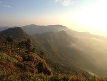 Montagne avec le lever de soleil Images stock