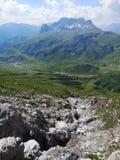 Montagne avec une vallée photos libres de droits