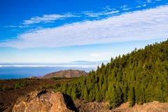 Montagne bei paesaggio, isole ed oceano ispiratori Immagini Stock