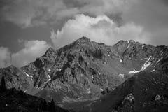 Montagne in bianco e nero con alto contrasto Fotografia Stock Libera da Diritti