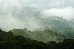 Montagne brumeuse Image libre de droits