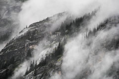 Montagne brumeuse Image stock