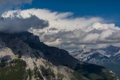 Montagne canadesi, nuvole Fotografie Stock Libere da Diritti