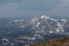 Montagne carpatiche nella neve fotografie stock libere da diritti