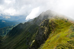 Montagne carpatiche in Ucraina e fare un'escursione Fotografia Stock Libera da Diritti
