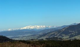 Montagne carpatiche vedute da Vatra Dornei Fotografia Stock