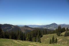 Montagne carpatiche vedute da Vatra Dornei Fotografie Stock