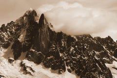 Montagne a Chamonix-Mont-Blanc in tempo nuvoloso Fotografie Stock