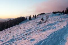 Montagne Chomiak dans le coucher du soleil Images stock