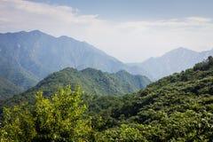 Montagne cinesi in foschia Fotografia Stock