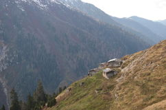 Montagne con i cottage Fotografie Stock