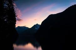 Montagne con il tramonto immagine stock libera da diritti