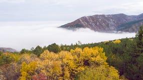 Montagne con molta foschia Fotografia Stock