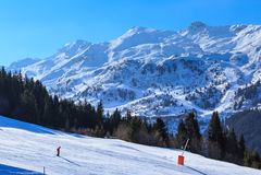 Montagne con neve in inverno Meribel Ski Resort Fotografie Stock