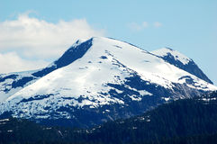 Montagne couronnée de neige en Alaska Images stock