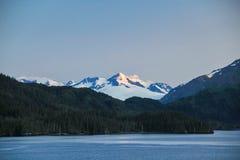 Montagne couverte par neige Image libre de droits