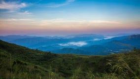 Montagne d'éléphant ou montagne de galaxie PA nationale de Pha Phum de lanière Image libre de droits
