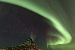Montagne d'Aurora Borealis et de Kirkjufell Image libre de droits