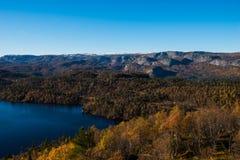 Montagne d'automne image stock