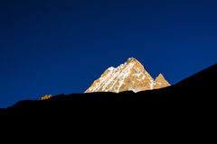Montagne d'or de neige Photographie stock libre de droits