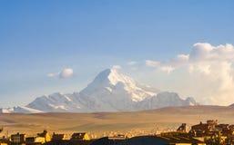 Montagne d'Illimani par la ville de La Paz - la Bolivie photos libres de droits