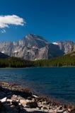 Montagne dal lago Fotografie Stock