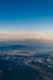 Montagne dalla a qui sopra nel tramonto Fotografie Stock