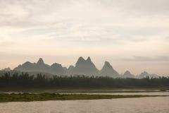 Montagne dans la porcelaine au lever de soleil Photographie stock libre de droits