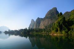Montagne dans le barrage Image stock
