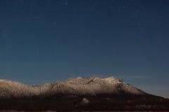 Montagne dans le clair de lune Photos libres de droits
