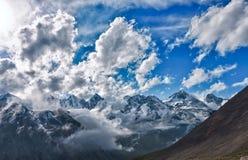 Montagne dans les nuages Images libres de droits