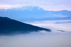 Montagne dans les nuages Photos stock