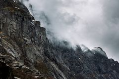 Montagne dans les nuages Photo libre de droits