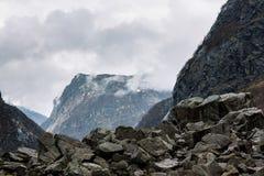 Montagne dans les nuages Image libre de droits