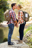 Montagne de baiser de couples Image libre de droits