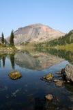 Montagne de boucle et lac magnifiques ring photos libres de droits