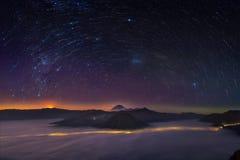 Montagne de bromo de Startrail Photographie stock