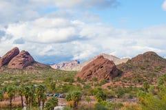 Montagne de Camelback vue du parc Phoenix Arizona de Papago Images stock