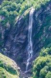 Montagne de cascade Photographie stock