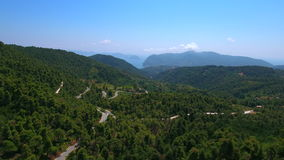 Montagne de centre de forêt de Skopelos d'île de la Grèce banque de vidéos