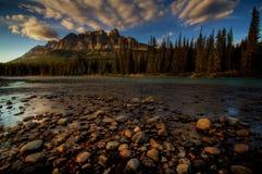Montagne de château au coucher du soleil Photo stock