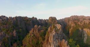 Montagne de chaux en Thaïlande clips vidéos